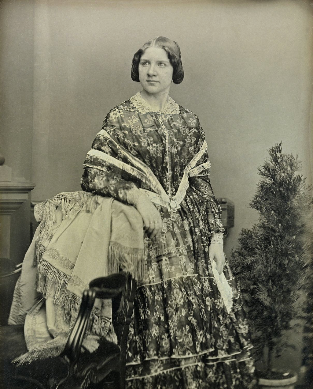 <b>Jenny Lind</b>     	</br>Daguerreotype of Jenny Lind taken in 1848 by William Edward Kilburn</br><br/><b>Source: </b><i>Public Domain. https://commons.wikimedia.org/wiki/File:Jenny_Lind_by_William_Edward_Kilburn,_1848.png#/media/File:Jenny_Lind_by_William_Edward_Kilburn,_1848_restored.png</i>