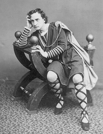 <b>Edwin Booth as Hamlet</b>     	</br>Edwin Booth as Hamlet, circa 1870</br><br/><b>Source: </b><i>Public Domain. https://commons.wikimedia.org/wiki/File:Edwin_Booth_Hamlet_1870.jpg</i>